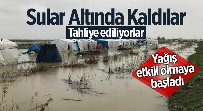 Mersin Tarsus'ta Mevsimlik İşçilerin Kaldığı Çadırlar Sula Altında Kaldı