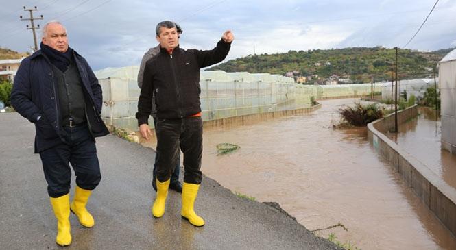 """Başkan Tollu, """"Erdemli Belediyesi Sel Afetinde 500 Kişilik Ekiple Çalışıyor"""""""