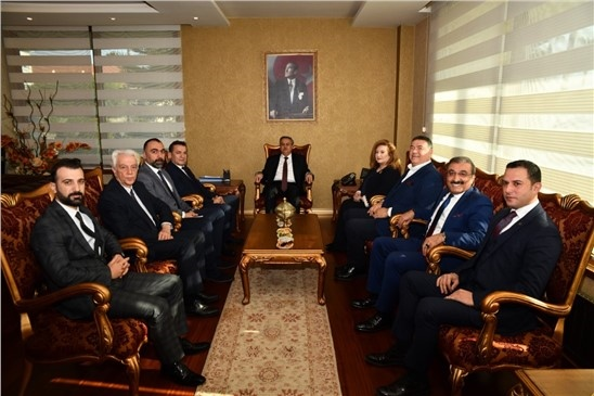 Başkan Özyiğit, Kent Protokolünü Yenişehir Söyleşileri'ne Davet Etti