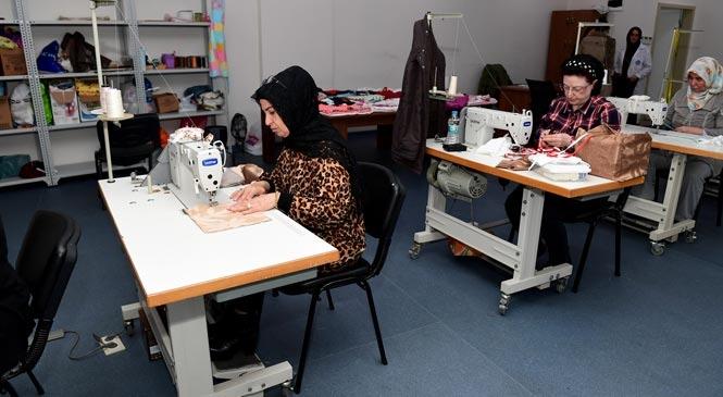 Mersin'de Engelli Çocukların Annelerine Dikiş Kursu! Anneler Hem Üretiyor, Hem Eğleniyor