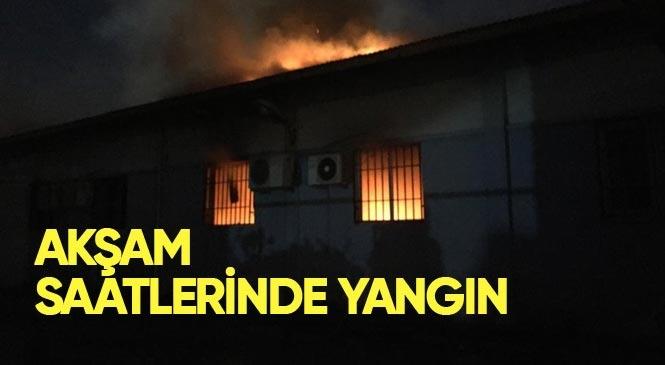 Mersin'in Tarsus İlçesi Şehitishak Mahallesinde Bulunan Mehmet Çelebi Spor Salonu Resim Atölyesi Bölümünde Yangın Çıktı