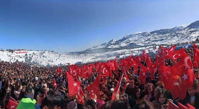 Mersin Toroslar Belediyesi Tarafından Düzenlenen Kar Festivalinde Coşku Arslanköy'de Devam Ediyor