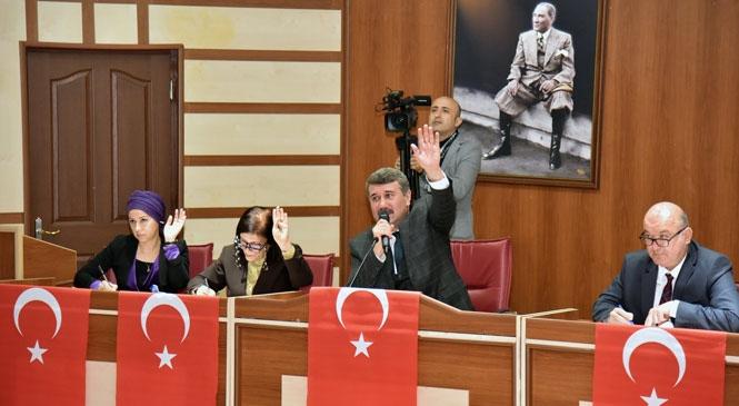Anamur Belediye Meclisinden Türk Bayraklı Tepki