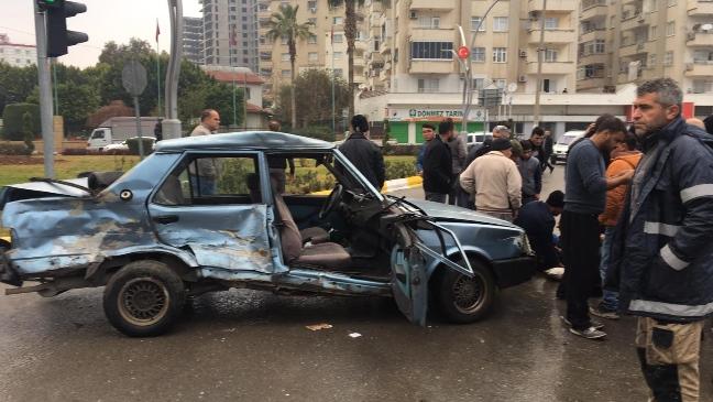 Mersin Tarsus'ta Meydana Gelen Feci Trafik Kazasında 2 Kişi Yaralandı