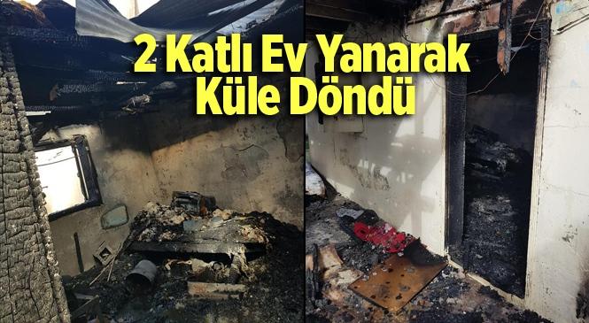 Mersin Tarsus'ta 2 Katlı Ev Yandı