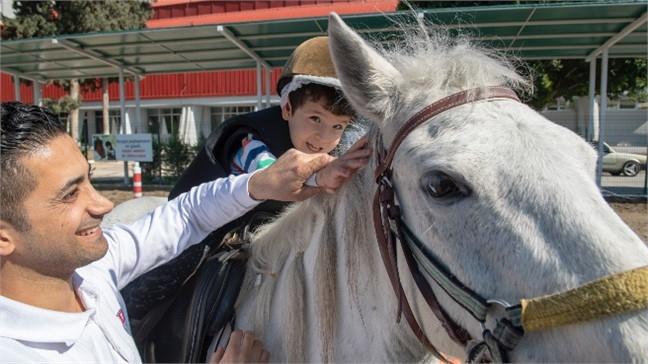 Mersin'de Özel Çocukları Rahatlatan Atla Terapi, Atla Terapi Özel Çocuklar ve Aileleri İçin Umut Oldu