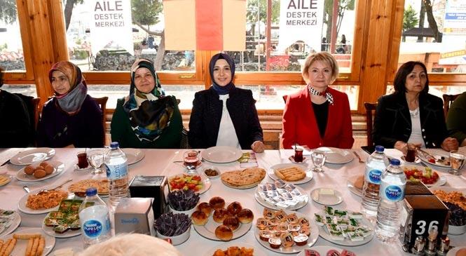 """Mersin'de """"8 Mart Dünya Kadınlar Günü"""" Etkinlikleri Devam Ediyor"""