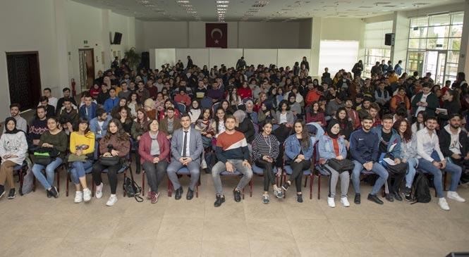 """Mersin Büyükşehir'in Kurs Merkezindeki Öğrencilere """"120"""" Filmi İzletildi"""