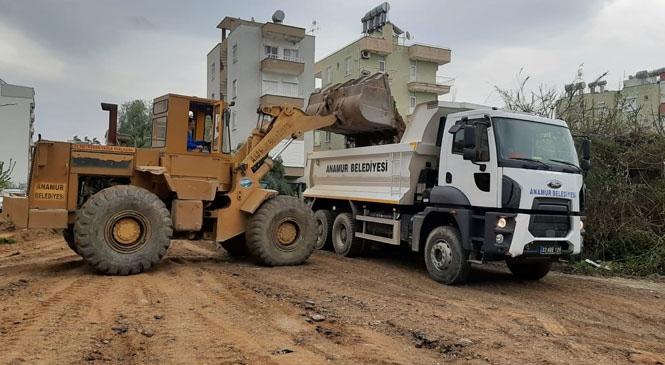 Anamur Belediyesi Yol Çalışmalarına Ara Vermeksizin Devam Ediyor