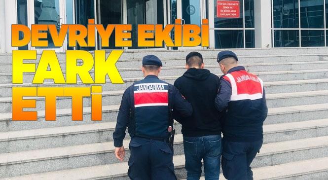 Mersin Tarsus Yenice'de Aracın Kapısını Açmaya Çalışırken Devriye Gezen Jandarma Ekipleri Fark Etti