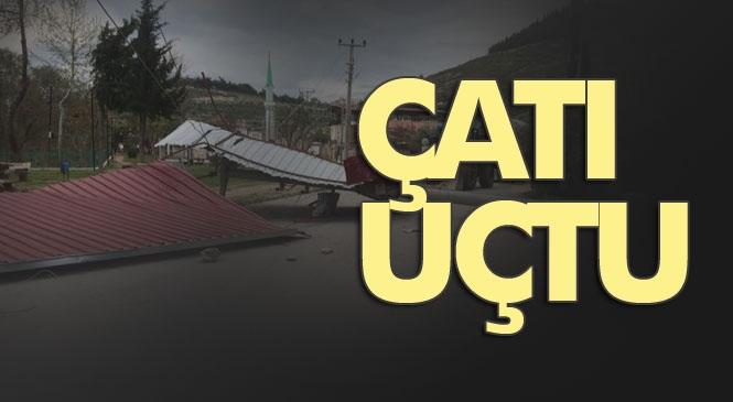Fırtına Silifke'yi Vurdu! Mersin Silifke Yeğenli Mahallesinde Şiddetli Fırtınada Nedeniyle Bir Caminin Çatısı Uçtu