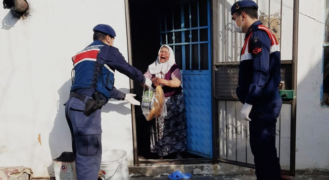 Mersin'de Yaşlı ve Kronik Rahatsızlığı Olanlar Tarafından Vefa İletişim Merkezine Gelen Talepler Bir Bir Karşılandı