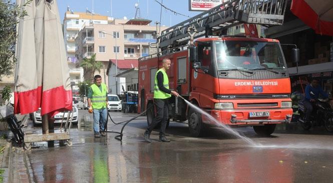 """Tüm Cadde ve Sokakların Hummalı Temizlendiği Erdemli'de, Belediye """"Koronavirüs"""" Tedbirlerini En Üst Seviyeye Çıkardı"""