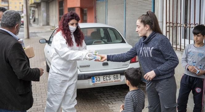 """Mersin Büyükşehir, Koronavirüs Sürecinde Çocukların Evlerine Süt Ulaştırıyor! """"Evlerinde Kalan"""" Çocuklara Yaklaşık 5 Bin Adet Süt Dağıtıldı"""