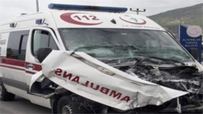 Mersin Anamur Alparslan Türkeş Bulvarı Sanayi Sitesi Kavşağında Kaza: Biri Ambulans Üç Araç Çarpıştı