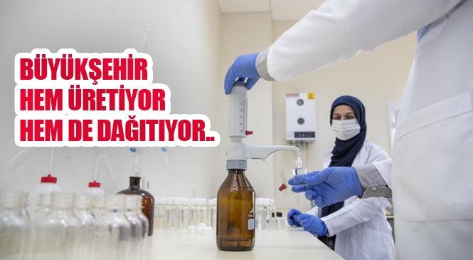 Mersin'de Büyükşehir Belediyesi Tarafından Dağıtılan Sağlık Paketlerindeki Dezenfektanlar Büyükşehir ve MESKİ Laboratuvarlarında Hazırlanıyor