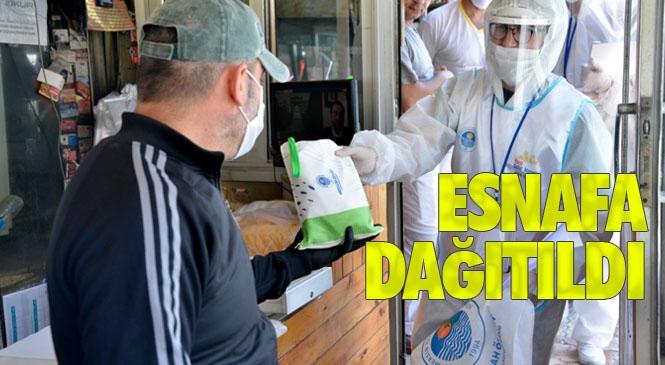 Mersin Yenişehir Belediyesi Korona Virüs İle Mücadele Kapsamında Kentin En Yoğun Yerlerinden Biri Olan Alanya Sokağındaki Esnaflara Hijyen Paketleri Dağıttı