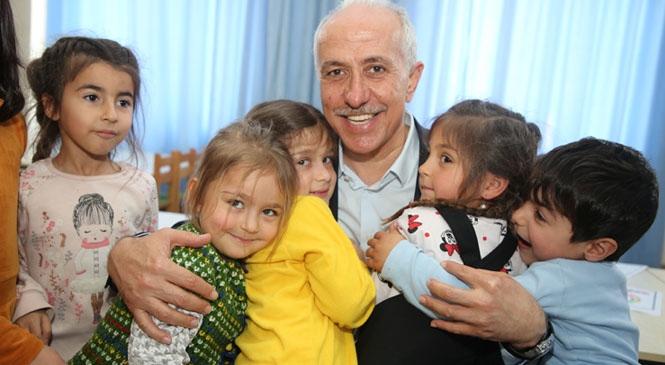 """Akdeniz Belediye Başkanı Mustafa Gültak'tan """"23 Nisan"""" Mesajı"""