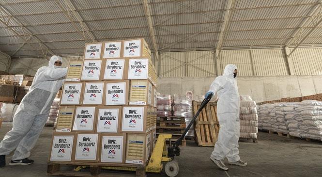 Koronavirüs Sürecinde Alınan Kısıtlamalar İşlerini Olumsuz Etkiledi, Büyükşehir Mağdur Hanelere Gıda Paketi Ulaştırdı