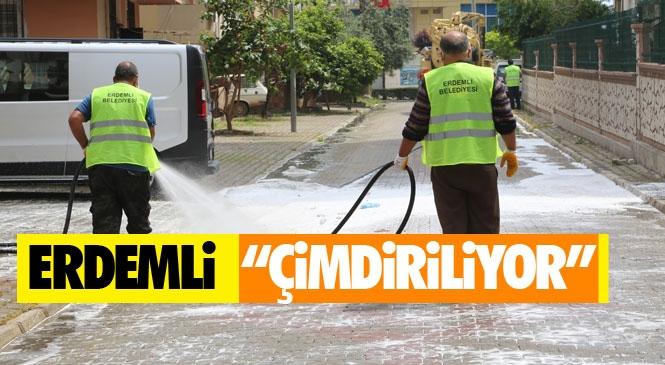 """Koronavirüs Sürecinde Hız Kesmeyen Erdemli Belediyesi Hijyen Ekipleri Adeta Sokakları Dezenfektan İle """"Çimdiriyor"""""""