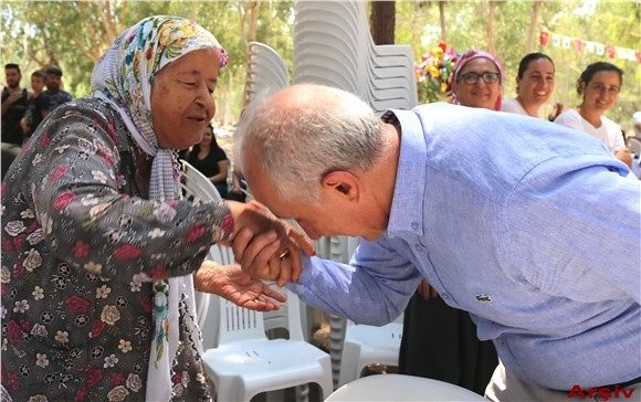 Akdeniz Belediye Başkanı Gültak, Anneler Günü'nü Kutladı
