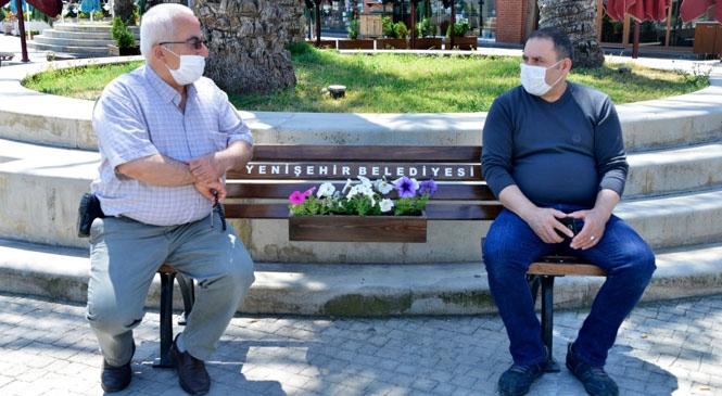 Mersin Yenişehir'de Artık Banklar da Sosyal Mesafeli! Yenişehir Belediyesinden Sosyal Mesafeli Banklar