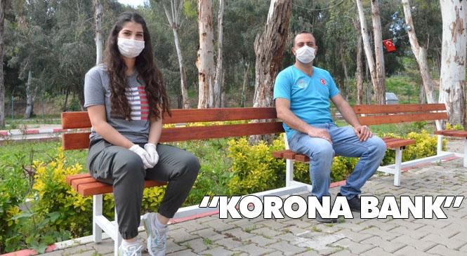 """İki Atölyesinde """"Korona Bank"""" Üreten Mersin Büyükşehir Belediyesi'nden Sosyal Mesafeyi Sağlayacak Simgesel Çalışma"""