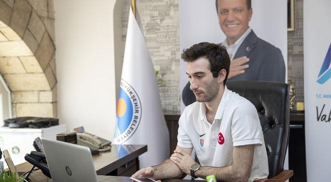 Kılıçdaroğlu'nun 19 Mayıs'ta Gençlerle Gerçekleştirdiği Canlı Konferansa Mersin'den de Milli Sporcu Ali Ege Say Katıldı