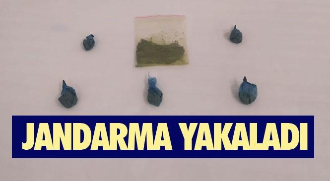Mersin Silifke'de Uyuşturucu ve Uyarıcı Madde İmal ve Ticareti Yapan 2 Kişiye Gözaltı: 5 Fiş 10 Gram Toz Esrar