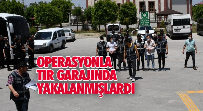 Mersin Tarsus'ta Sevilay Alkaç İsimli Kadının Öldüğü Silahlı Saldırı Olayının Şüphelileri Adliyeye Sevk Edildi