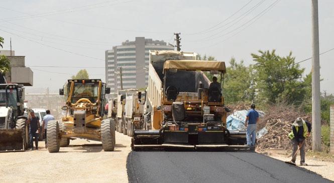 Mersin Büyükşehir Yolları Asfaltlamaya, Vatandaşın Yüzünü Güldürmeye Devam Ediyor
