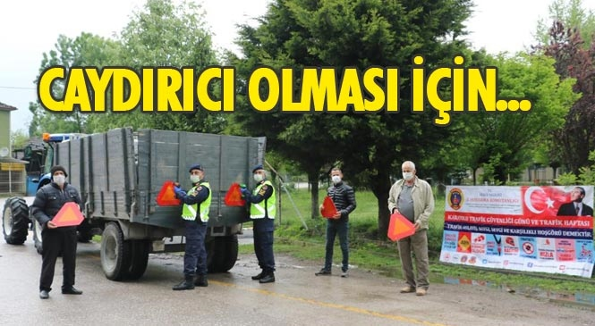 Mersin'de Jandarma Ekipleri Tarım Araçlarına ve Tarım İşçisi Taşıyan Araçlara Yönelik Denetim Yaptı