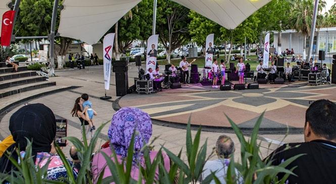 Mersin'de Yeni Normalleşme Sürecinde Sosyal Mesafeli İlk Konser! Sosyal Mesafeli İlk Konserle Keyifli Bir Hafta Sonu Yaşandı