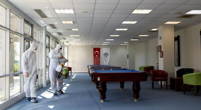 Mersin Büyükşehir, Sağlık Çalışanlarının Kaldığı Tesisi Her Gün Dezenfekte Ediyor