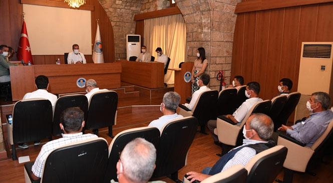 Başkan Seçer, Tarsus'un Kırsal Mahallerinde Görev Yapan Muhtarları, Büyükşehir'de Ağırladı