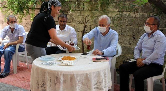 Akdeniz Belediye Başkanı Gültak, Karacailyas ve Müfide İlhan Mahallelerini Ziyaret Etti