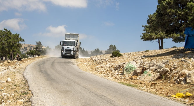 Mersin Mut'tan Karaman'a Uzanan Yol Asfaltlandı, Hem İşçinin Hem Üreticinin Ulaşımı Rahatladı