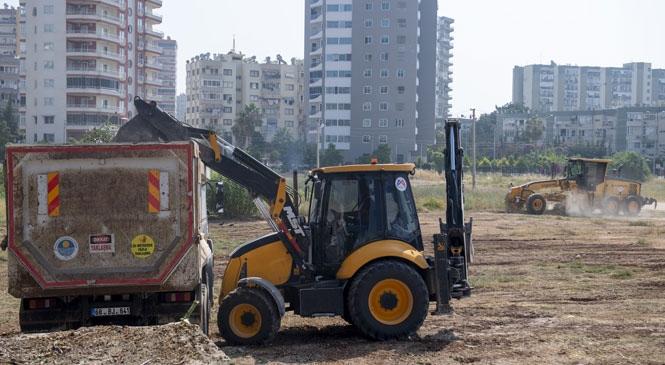 Mersin'de Park ve Bahçeler Ekipleri, Metruk ve Mezbele Görünümdeki Boş Arazileri Temizliyor! Mahalle Muhtarlarının Talepleri Kısa Zamanda Karşılanıyor
