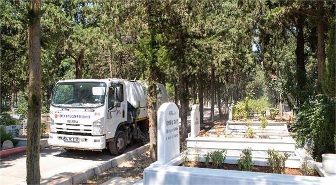 Büyükşehir, Kent Genelindeki 4 Bin 200 Mezarlıkta Bayram Temizliği Yapıyor