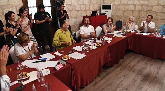 Cihan Ünal, Mersin Şehir Tiyatroları Seçmelerinde Sesiyle Herkesi Büyüledi