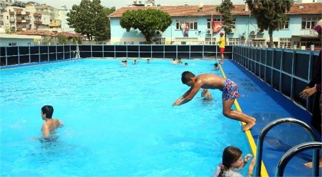 Mersin Akdeniz'de Bu Yaz Mevsiminde de Çocuklar İçin Okul Bahçelerine Portatif Yüzme Havuzları Kuruldu