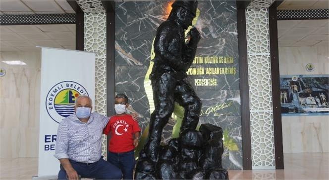 """""""30 Ağustos'a Özel, Boyunun Üç Katı Atatürk Heykeli Yaptı"""""""