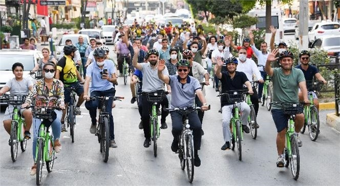 Mersin Büyükşehir Belediye Başkanı Vahap Seçer, Avrupa Hareketlilik Haftası Kapsamında Tarsus'ta Düzenlenen Bisiklet Turuna Katıldı