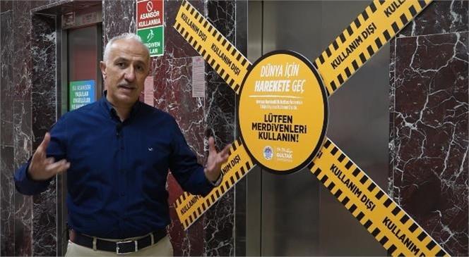 """Akdeniz Belediye Başkanı Gültak; """"Avrupa Hareketlilik Haftası"""" Dolayısıyla Belediye Binasına Yürüyerek Geldi, Asansörü Değil Merdivenleri Kullandı"""