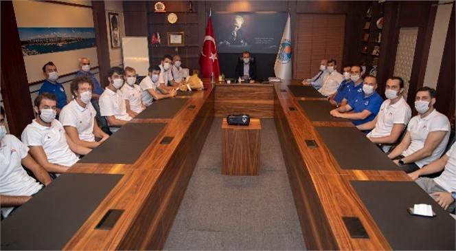 Genç Basketbolculardan Başkan Seçer'e Ziyaret! Başkan Seçer, Mersin Büyükşehir Belediyesi Erkek Basketbol Takımı İle Bir Araya Geldi