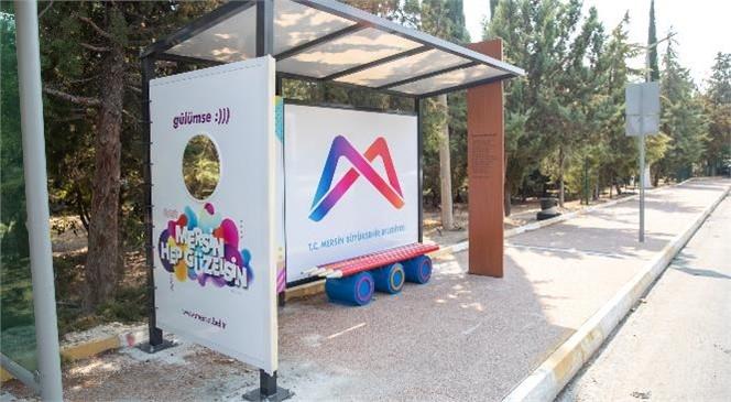 Mersin Büyükşehir'den Temalı Otobüs Durakları! Büyükşehir, Kent Mobilyalarına Estetik Katıyor