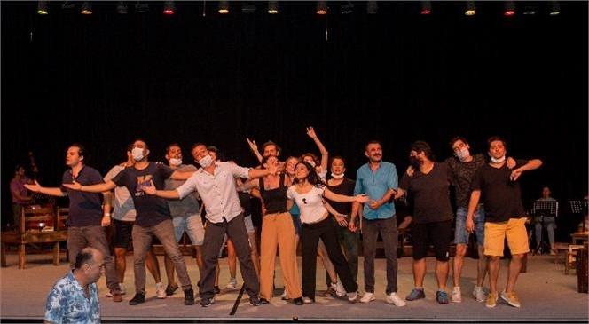 """Şehir Tiyatrosu, Sezona """"Aslolan Hayattır"""" Oyunu İle Başlıyor! Nazım Hikmet'in Şiirleri Mersinli Tiyatroseverler İle Buluşacak"""