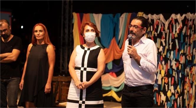"""Yerel Tiyatrolar, Büyükşehir İle Oyunlarını Sahneleme Olanağı Buluyor! Tiyatro Kulis, """"Aşk-ı Analiz"""" Oyunu İle Tiyatroseverlerle Buluştu"""