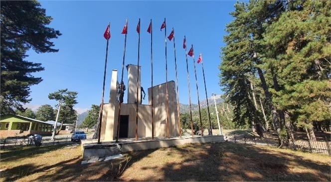 Büyükşehir, Gülek Karboğazı Kuvayi Milliye Anıtına Bayrakları Astı