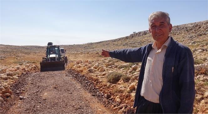 Erdemli Belediyesi, Yol Bakım Çalışmalarını Sürdürüyor